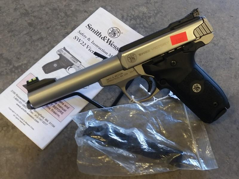 """Pre-owned Smith & Wesson Sw22 """"victory"""""""