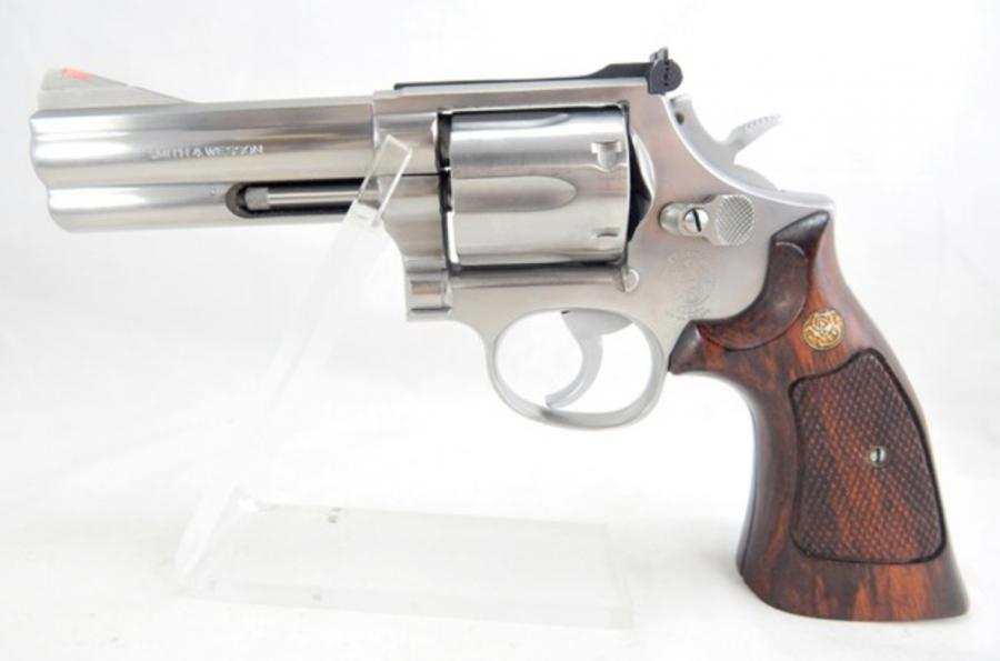 Smith & Wesson 686 No Dash